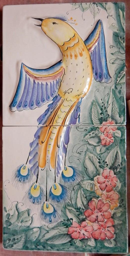 Фрагмент панно с лепной птицей