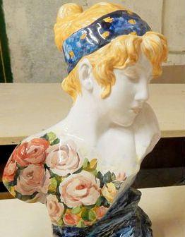 Керамическая скульптура Дама