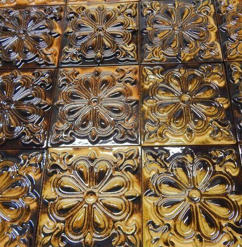 Изразцовые плитки с эффектом бронзы