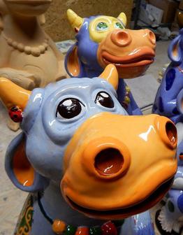 Керамическая скульптура Корова