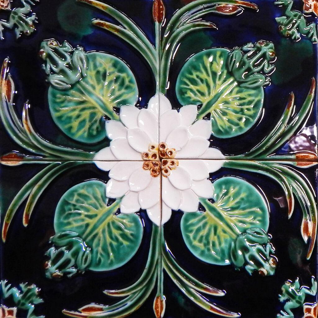 Cvetok lotosa plitka ruchnoy raboty