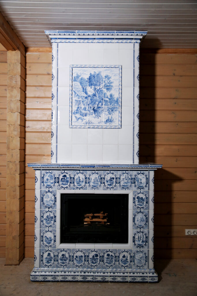 Izrazcovyj kamin v derevyannom dome