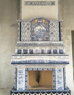 Петергофский изразцовый камин