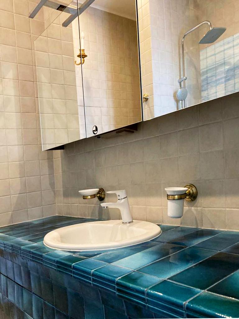 Плитка майолика в отделке ванной в морском стиле