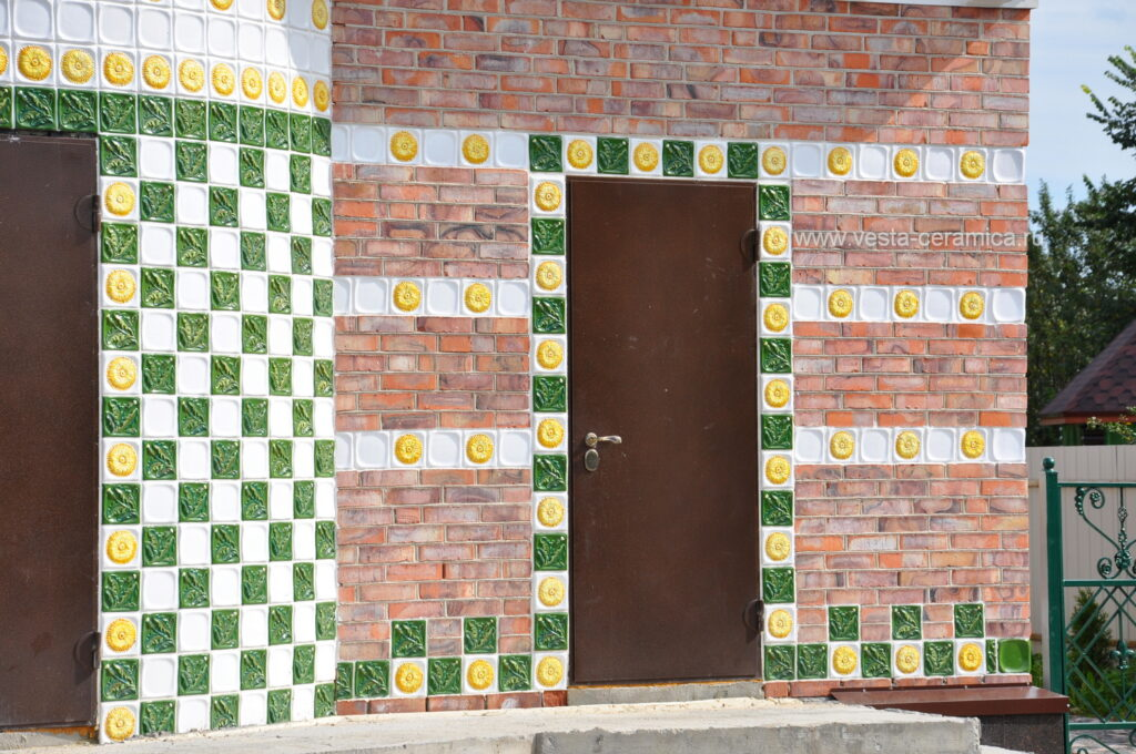Keramika na fasade zagorodnogo doma