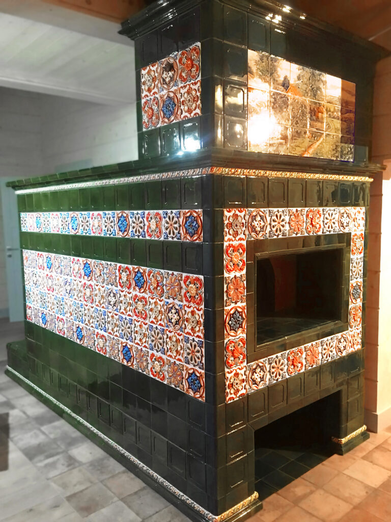 Изразцовая печь с лежанкой в деревянном доме