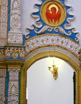 Изразцовая облицовка фасада и иконостаса в Церкви Иконы Божией Матери «Нечаянная Радость»