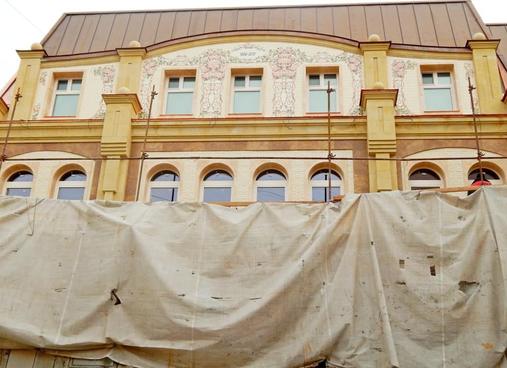 фасад с роспиью