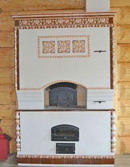 «Пряничная» печь-мазанка с изразцами