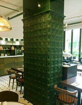 Изразцовая колонна в ресторане